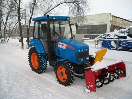 Шнекороторный снегоочиститель на МТЗ, фрезерно-роторный.